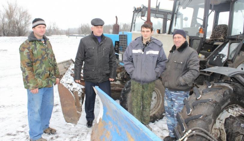 Фермеры из слободы Шапошниковка Ольховатского района создали кооператив по уборке снега